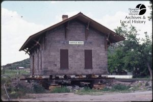 Photo of Castle Rock Museum as it is being moved.